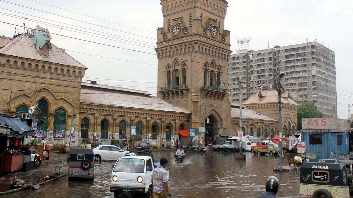 أمطار في سوق في باكستان - getty