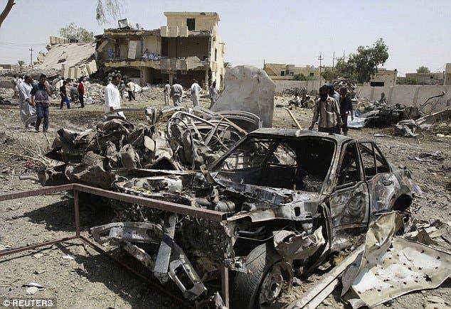 آثار التفجير الانتحاري بالقرب من بيجي