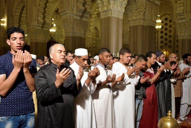 من صلاة التراويح في مسجد الحسن الثاني في مدينة الدار البيضاء