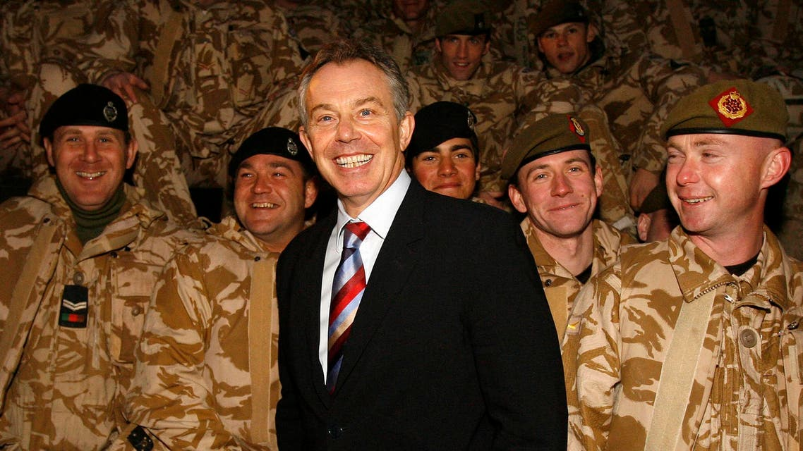Britain's Prime Minister Tony Blair (C) visits British troops in Basra, southern Iraq December 17, 2006. Picture taken December 17, 2006. (Reuters)