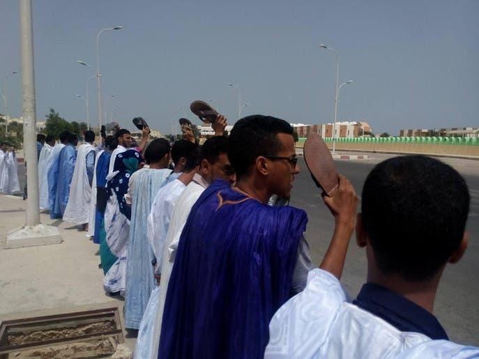 تظاهرة بالأحذية ضد حبس صحافي موريتاني