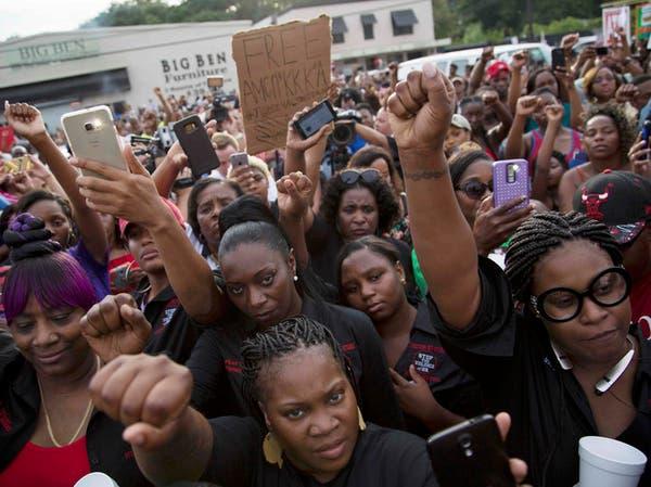 لويزيانا.. احتجاجات عقب مقتل رجل أسود برصاص شرطيين