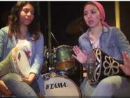 مصريتان تتحديان التقاليد بالعزف على الطبلة في القاهرة