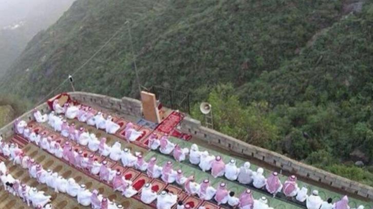 مصلى يناطح السحاب في جبال فيفاء