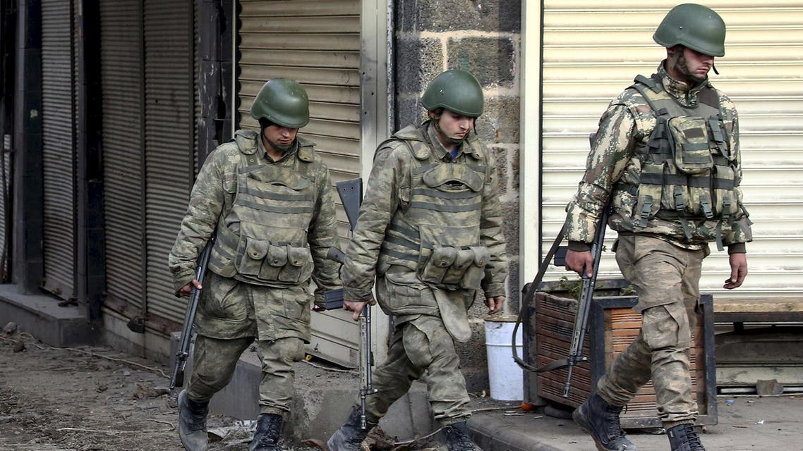 Turkish soldiers patrol in Sur district, which is partially under curfew, in the Kurdish-dominated southeastern city of Diyarbakir, Turkey February 26, 2016.(Reuters)