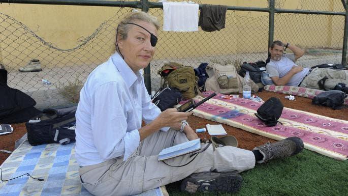 كولفن في حمص، قبل أيام من مقتلها بقذيفة استهدفتها عمدا، بحسب الوارد في الدعوى