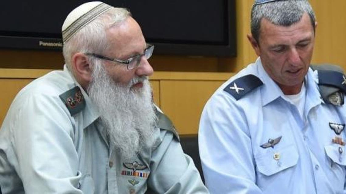Rabbi Col. Eyal Karim (left), who has been nominated to be the Israeli military's next chief rabbi, sits next to outgoing chief rabbi Brig. Gen. Rafi Peretz, on April 21, 2016 (Photo courtesy Israeli Defense Ministry)