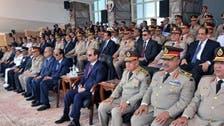 بالفيديو.. السيسي يهدي هديته للمشير طنطاوي في حفل عسكري