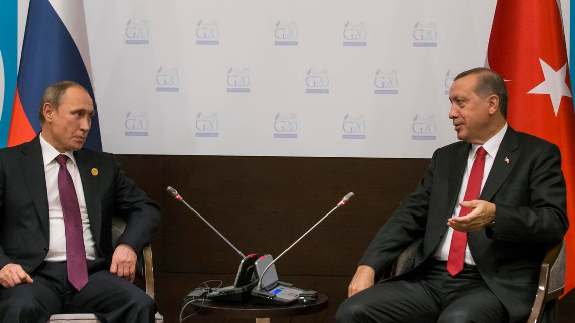 Russian President Vladimir Putin, left, and Turkish President Recep Tayyip Erdogan talk to each other in Antalya summit on Nov. 16, 2015. (AP)