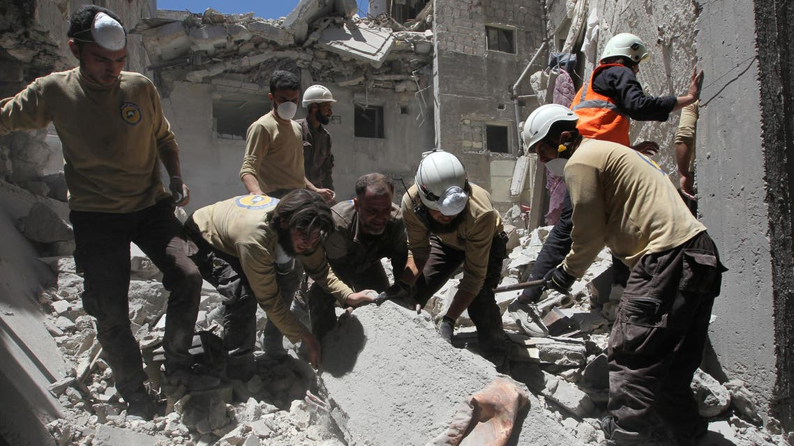 Civil defense members search for survivors under the rubble at a site hit by airstrikes in the rebel-controlled town of Ariha in Idlib province, Syria July 13, 2016. (Reuters)