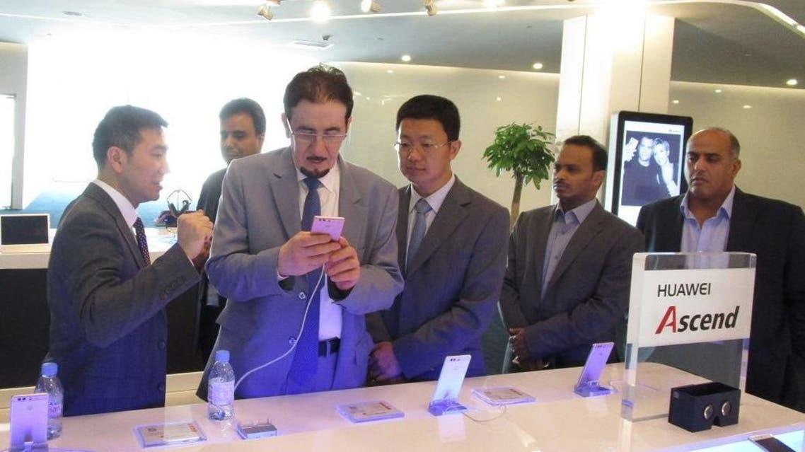 وزير العمل مفرج الحقباني يزور شركة هواوي في الصين