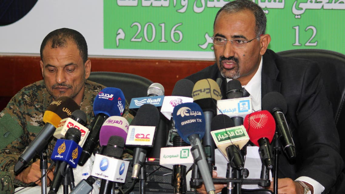 The Govenor of Aden Aidarus al-Zubaidi (R) and police chief General Shallal Ali Shayae address a joint press conference in Aden on January 12, 2016. (File photo: AFP)