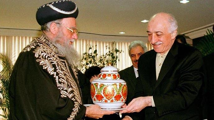وفي 1998 سعى الزعيم الروحي السابق ليهود اسرائيل السفارديم الحاخام الياهو بكشي دوروم، ليجتمع اليه أيضا