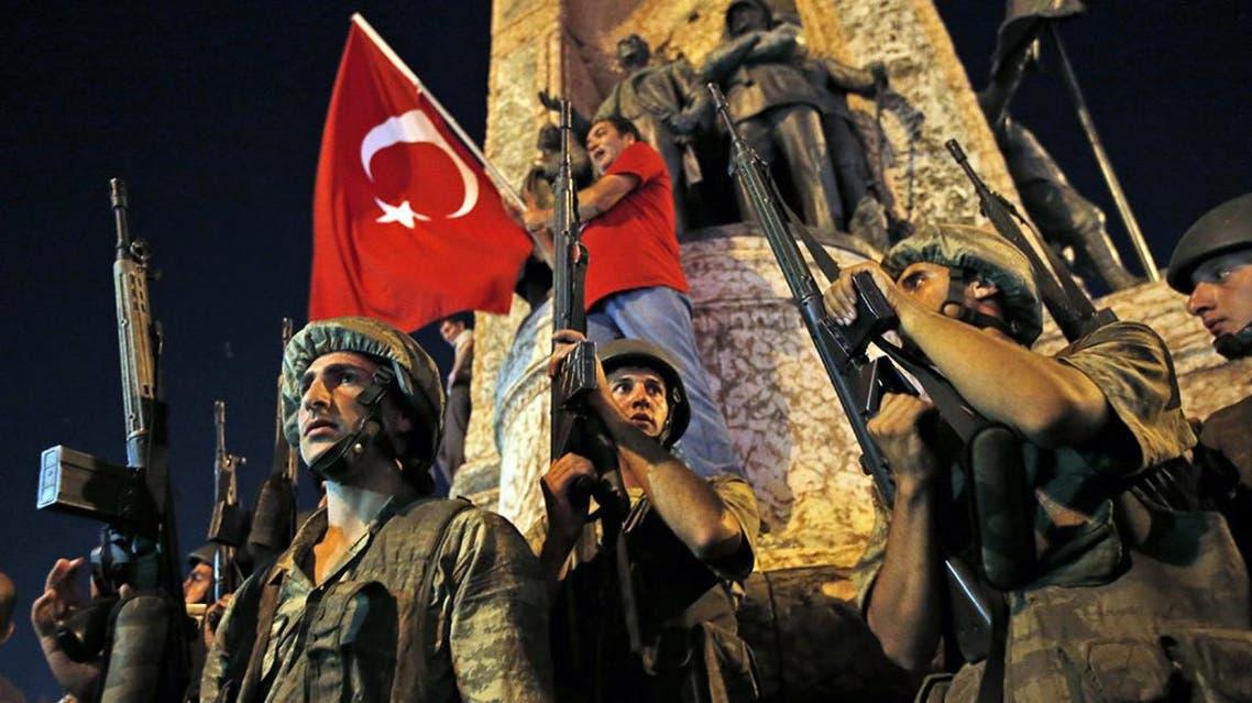 عناصر من الجيش تؤمن ميدان تقسيم اهم ميادين اسطنبول