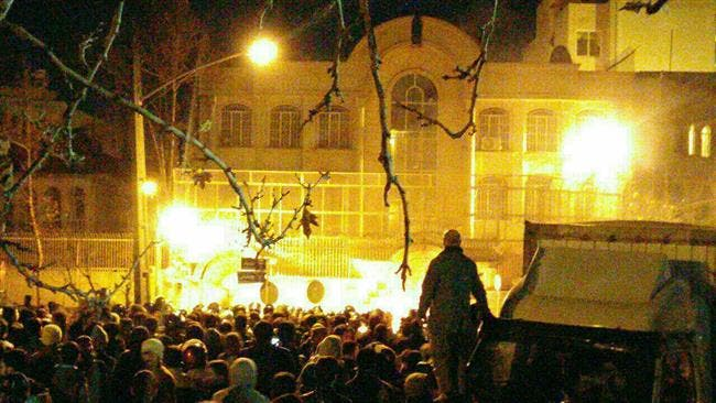 مشهد من حرق السفارة السعودية بطهران