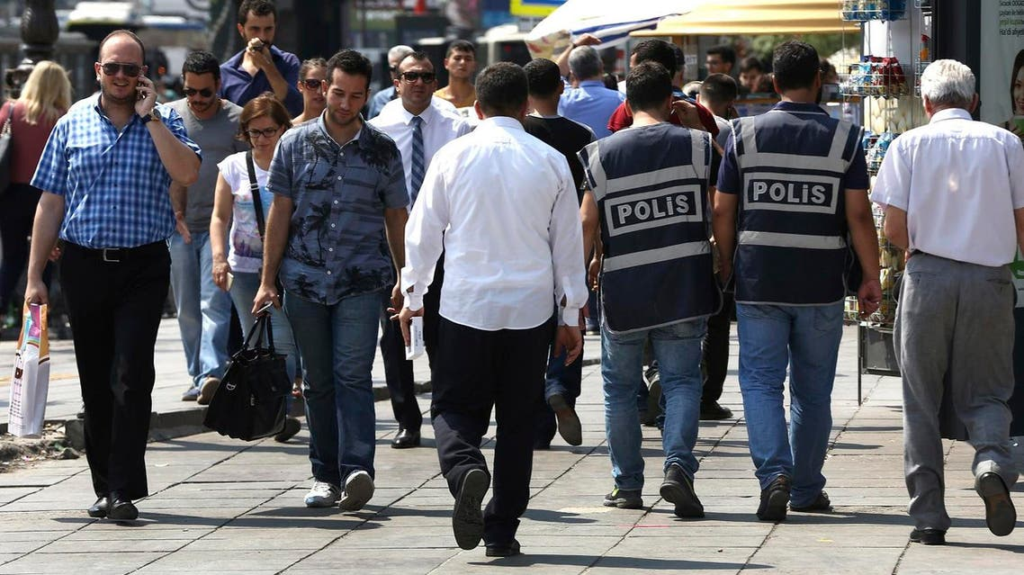 Turkish civil policemen, right, patrol between people outside the courthouse where prosecutors are questioning military personnel regarding the failed coup attempt (File Photo: AP)
