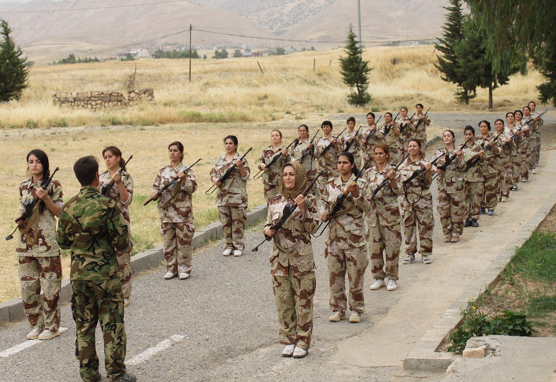 مقاتلات من فصائل كردية إيرانية معارضة