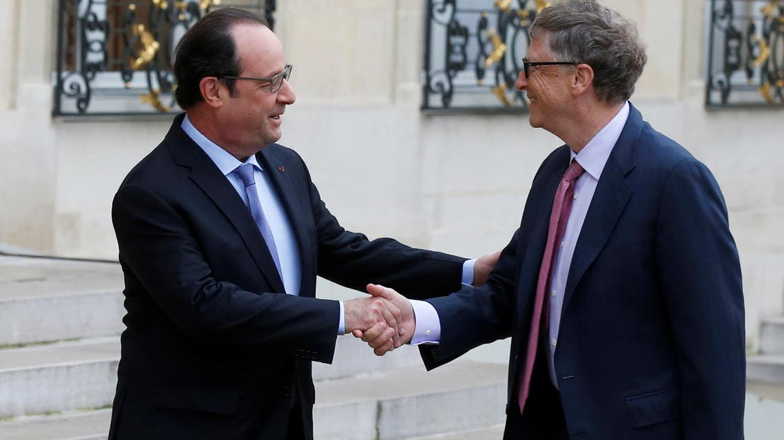 French President Francois Hollande (L) welcomes billionaire philanthropist and Microsoft's co-founder Bill Gates as he arrives for a meeting at the Elysee Palace in Paris, France, June 27, 2016. (Reuters)