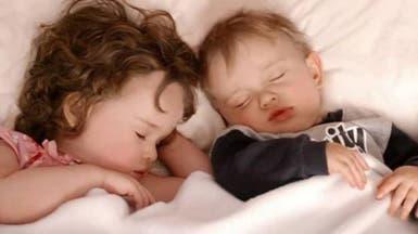 ما علاقة النوم المبكر ببدانة الأطفال؟