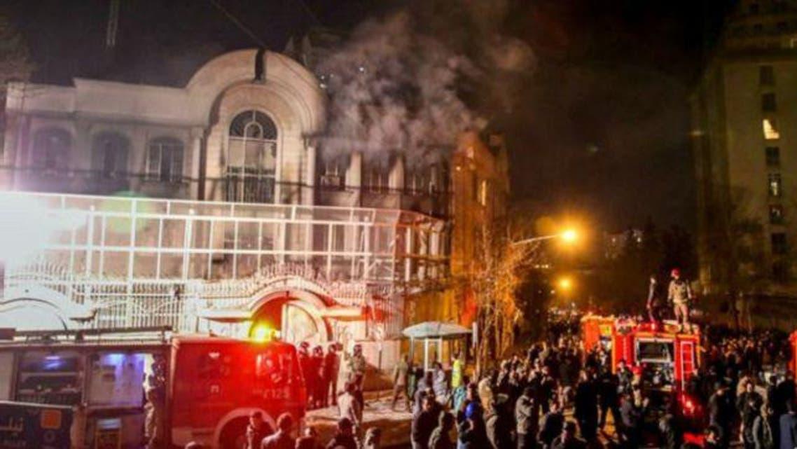 مشهد من الهجوم على سفارة السعودية في طهران