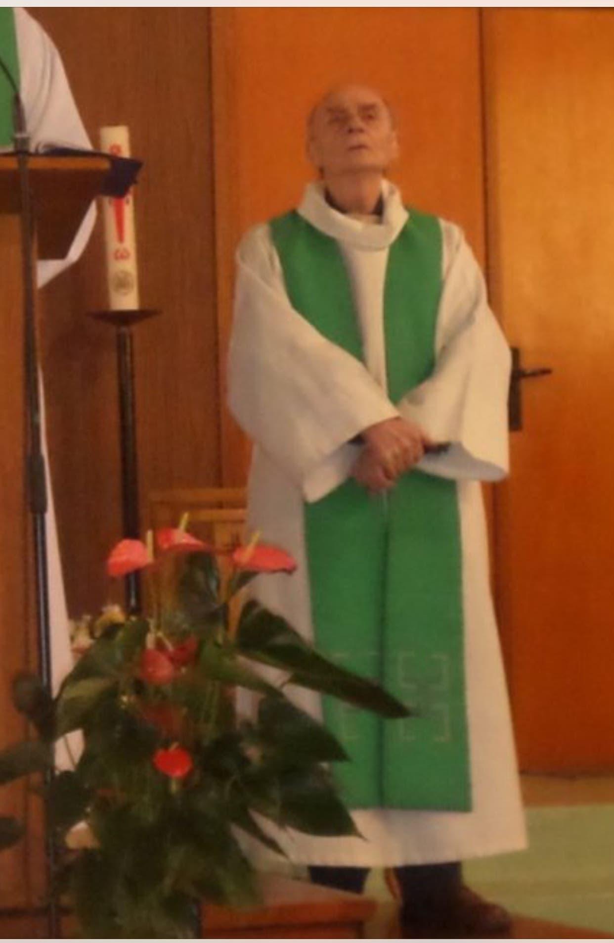 الكاهن الذبيح