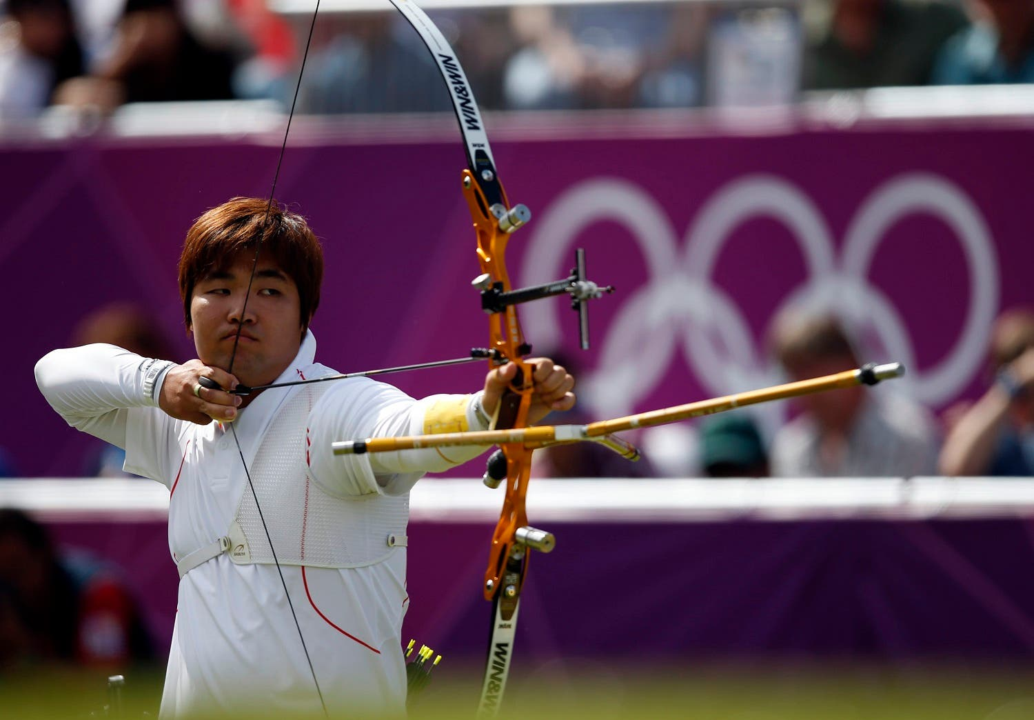 South Korea's Im Dong Hyun takes aim during the men's archery team quaterfinals at the Lords Cricket Ground during the London 2012 Olympics Games July 28, 2012. (Reuters)