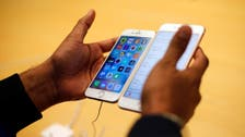 Apple awards $250 mln to supplier of glass for iPhones