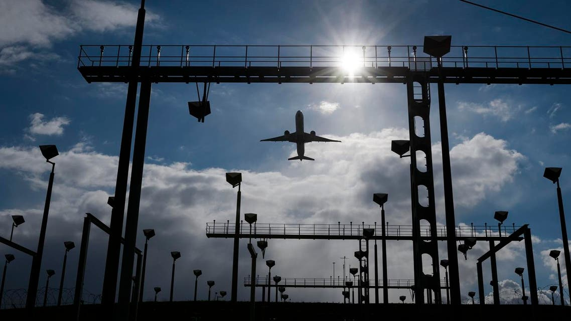 A commercial plane takes off from Geneva International Airport on March 8, 2016 in Geneva.  FABRICE COFFRINI / AFP