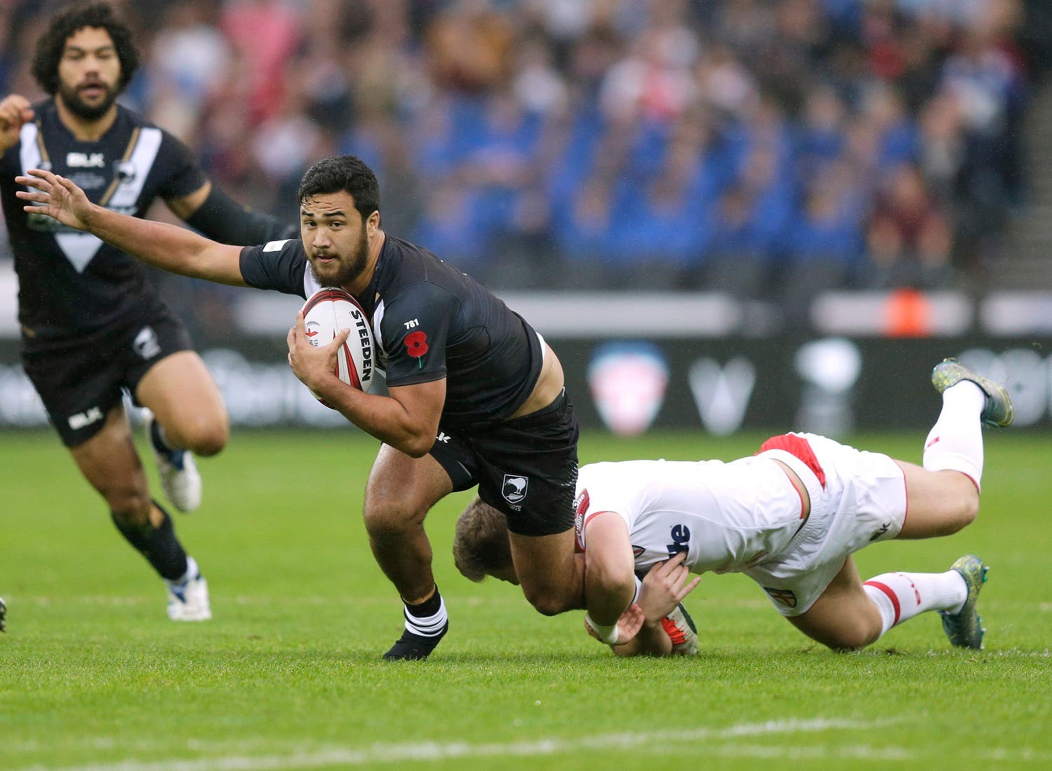 New Zealand's Pete Hiku is tackled by England's George Williams. (Reuters)