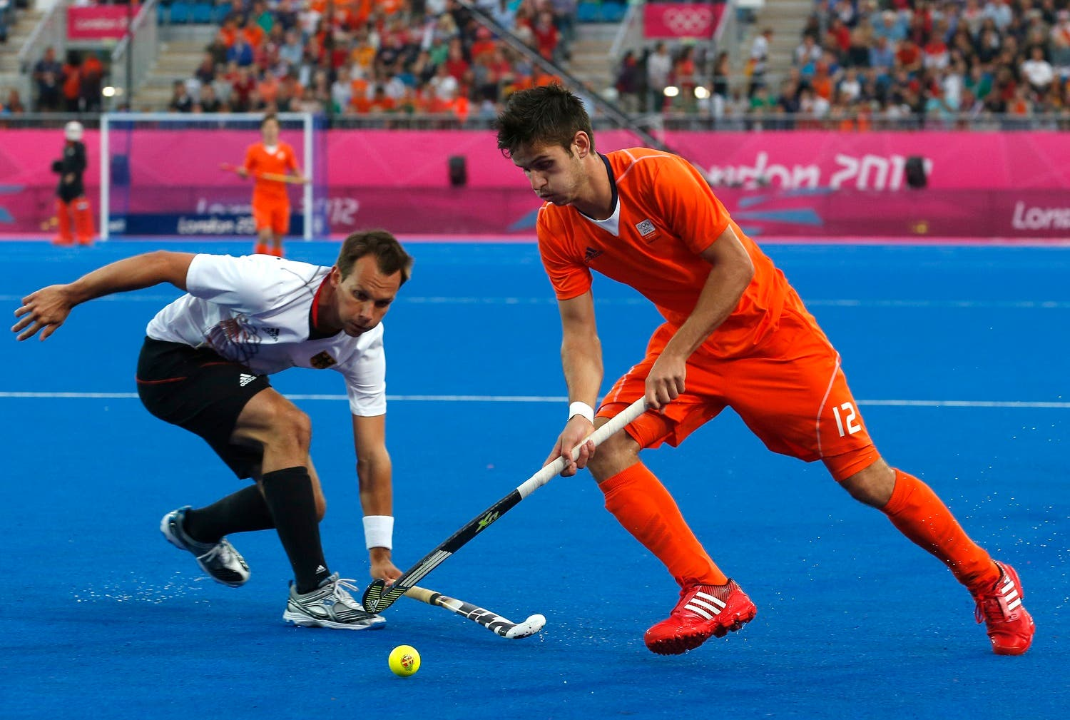 Germany's Matthias Witthaus (L) challenges Netherlands' Robbert Kemperman during their men's gold medal hockey match at the Riverbank Arena at the London 2012 Olympic Games August 11, 2012. REUTERS