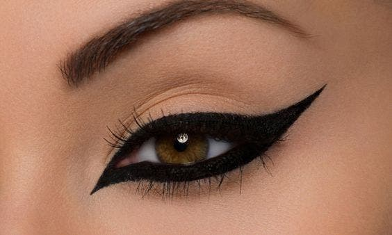 cat eye makeup with eyeliner