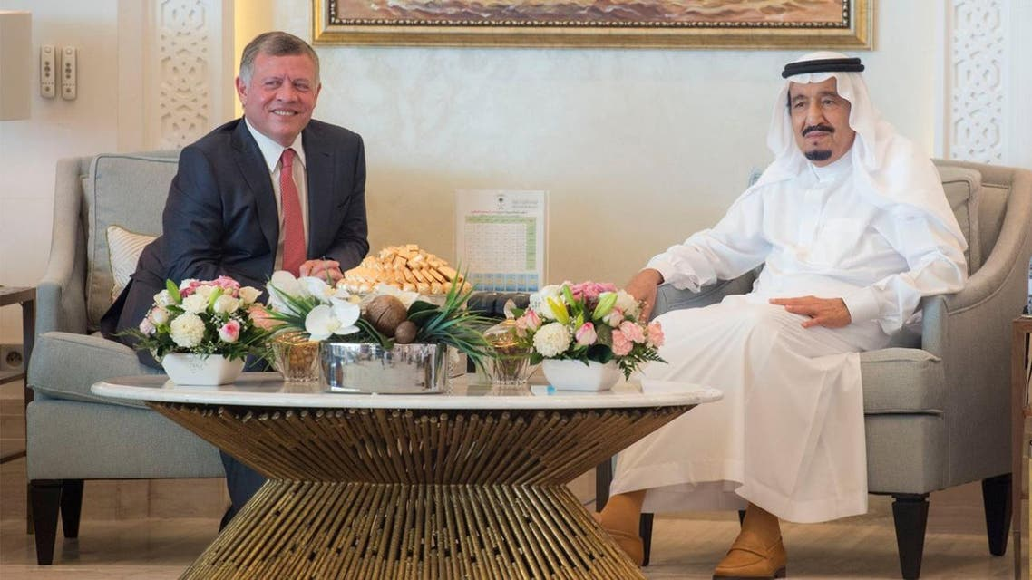 Both monarchs reviewed bilateral relations as well as the latest developments in the region. (SPA)