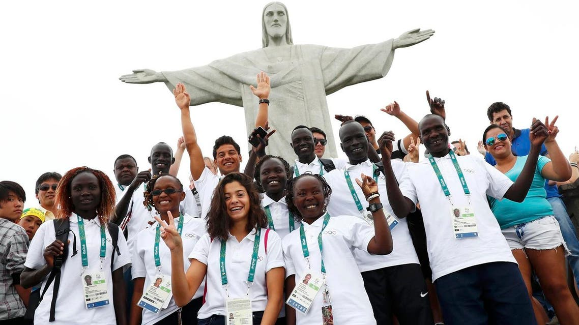 Members of the Olympic refugee team including Yusra Mardini from Syria (C) pose in front of the iconic statue Christ the Redeemer (Photo: Reuters)