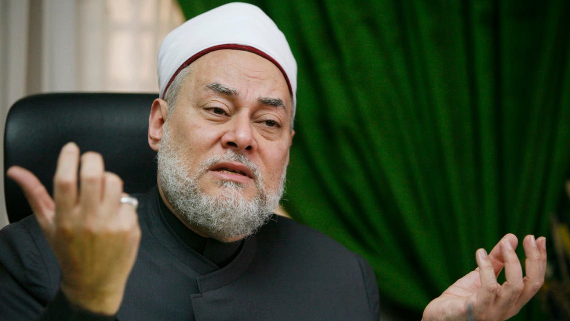 Egypt's Grand Mufti Ali Gomaa speaks during an interview in Cairo March 19, 2007. Gomaa, a prominent authority on Sunni Islam, said dialogue with Islamist hardliners could help reduce militant attacks but that those who ultimately take up arms should be killed. Picture taken March 19, 2007. REUTERS