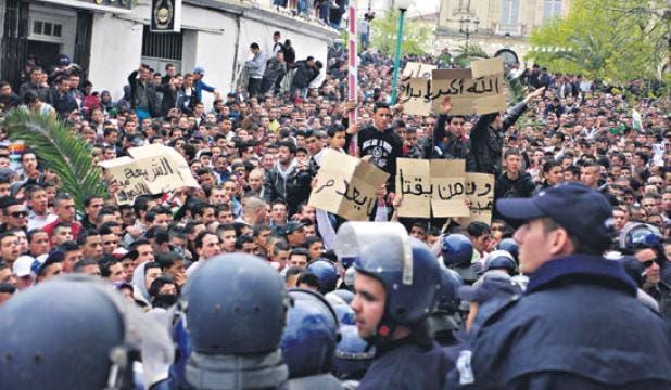 ينادون بإعدام خاطفي الأطفال بالجزائر