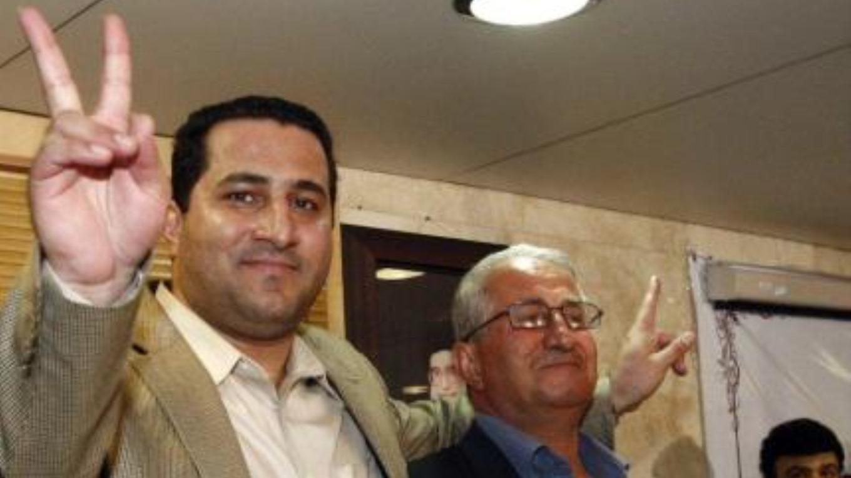نائب وزير الخارجية الإيراني على اليسار يستقبل أميري في المطار