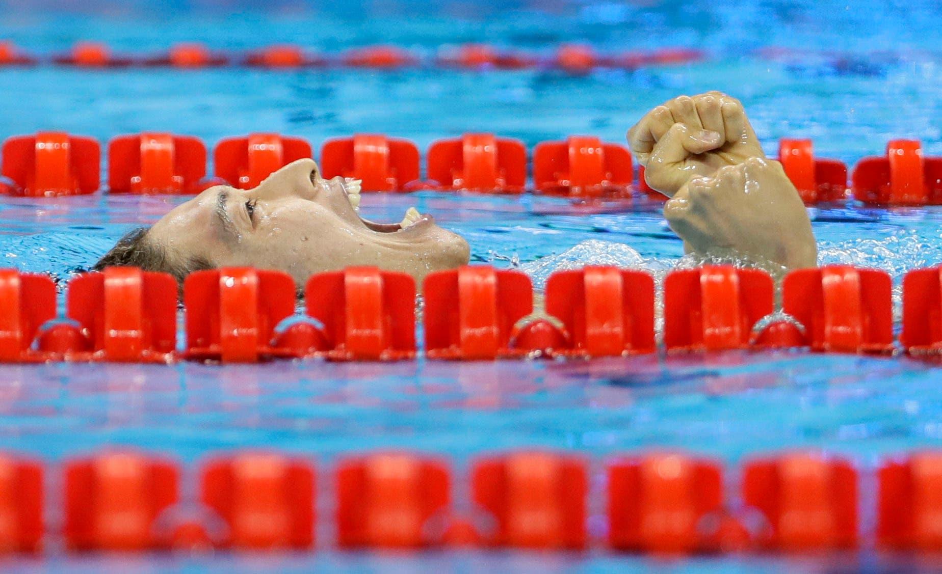 Japan's Kosuke Hagino celebrates winning gold in the men's 400-meter individual medley during the swimming competition (Photo: AP)