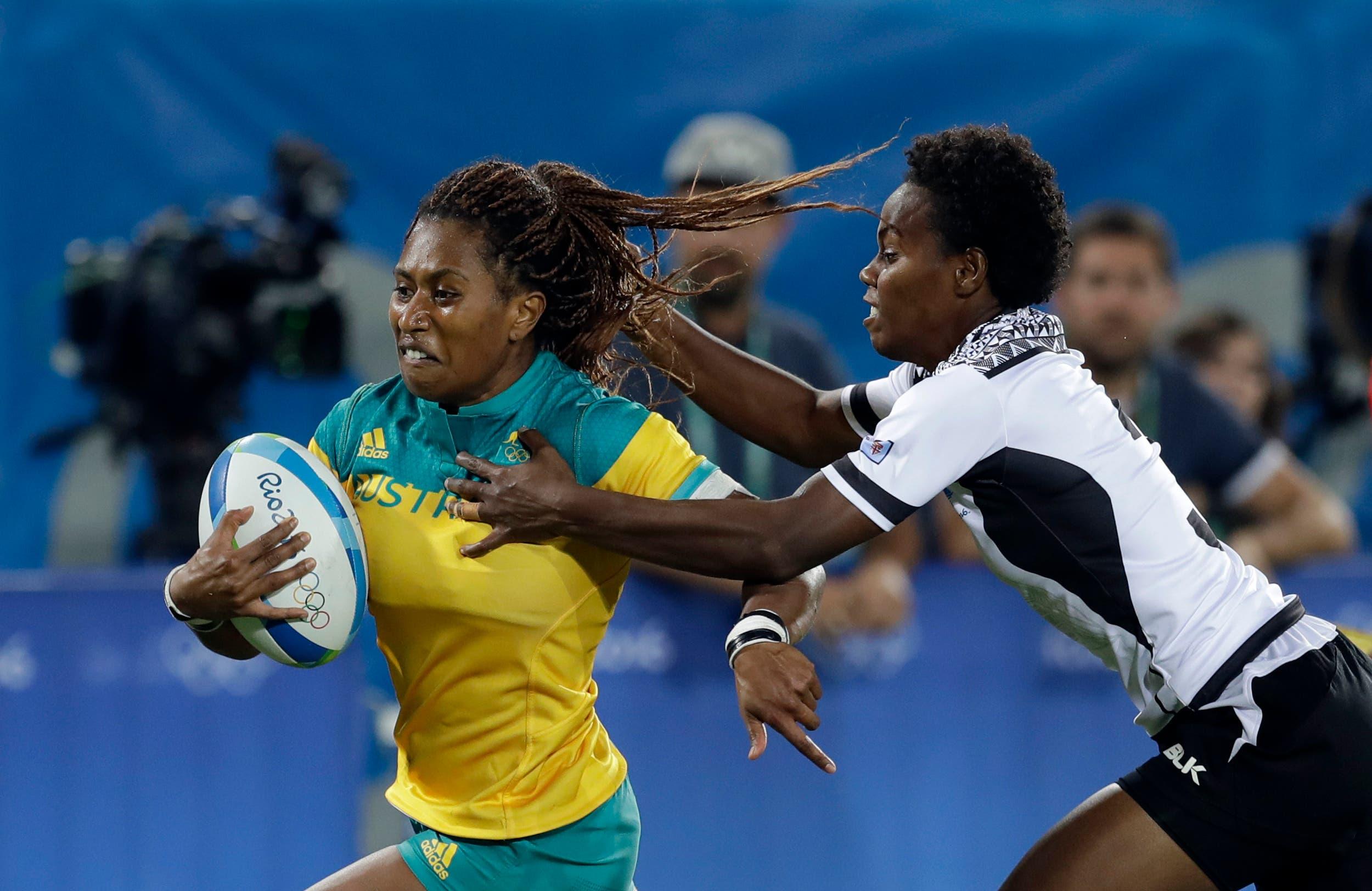 Australia's Ellia Green, left, breaks away from Fiji's Raijieli Daveua, during the women's rugby sevens match between Australia and Fiji (Photo: AP)