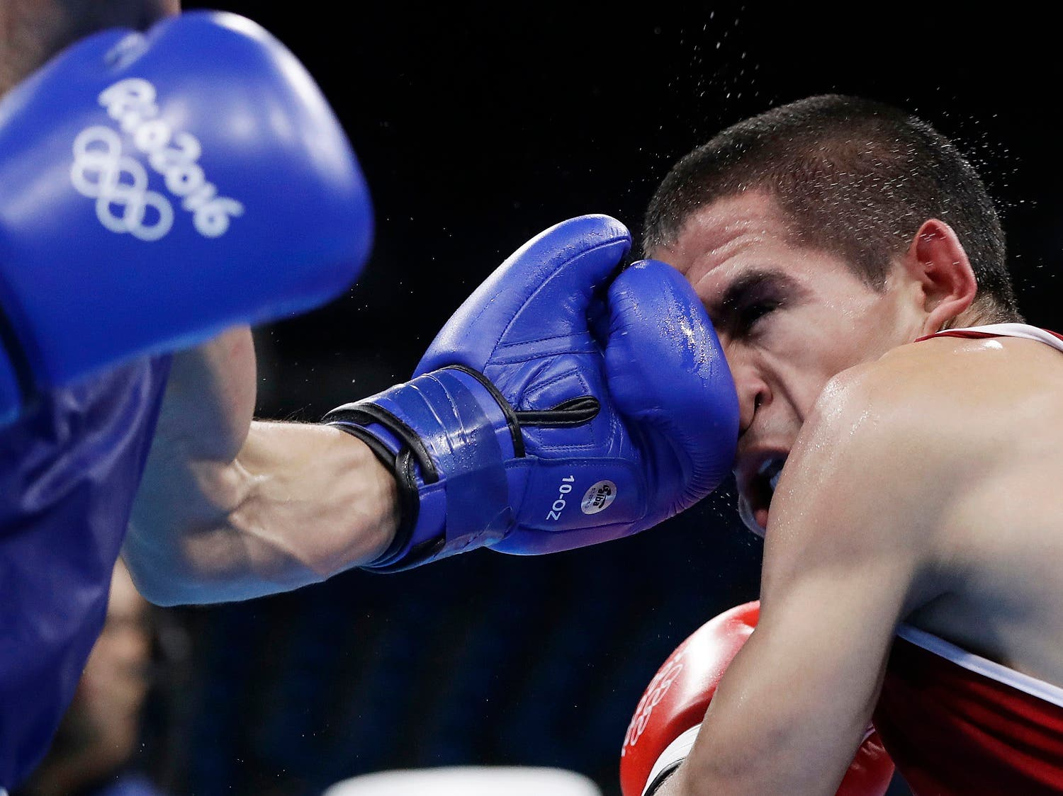 Mexico's Joselito Velasquez, left, fights Argentina's Leandro Blanc during a men's light flyweight 49kg preliminary boxing match (Photo: AP)