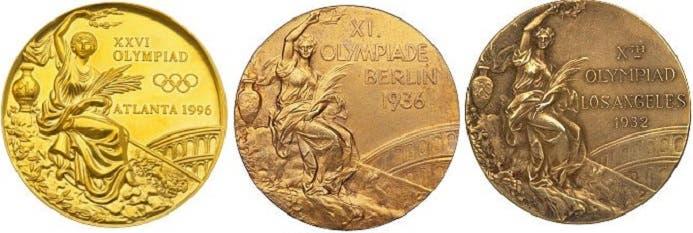 كان نحت آلهة النصر الوثنية الميتالوجية مختلفاً في 3 دورات أولمبية سابقة اعتمدتها على الميدالية الذهبية