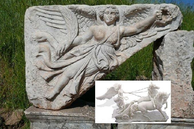 نحت Nike وجدوه على صخرة بخرائب مدينة افسس، ووجدوا تمثالا لها وهي على عربة يجرها حصانان