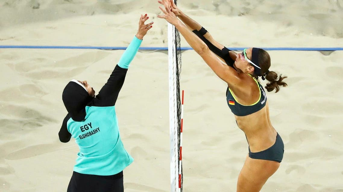oaa Elghobashy (EGY) of Egypt and Kira Walkenhorst (GER) of Germany compete. (Reuters)