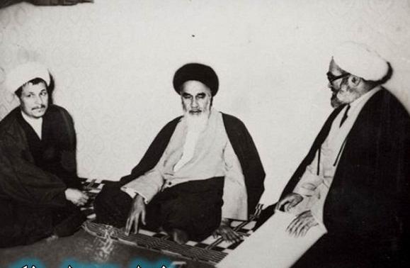 منتظري ورفسنجاني يتوسطهم المرشد المؤسس للنظام الإيراني الخميني