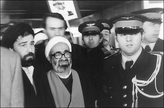 منتظري وأحمد خميني نجل مؤسس النظام الإيراني