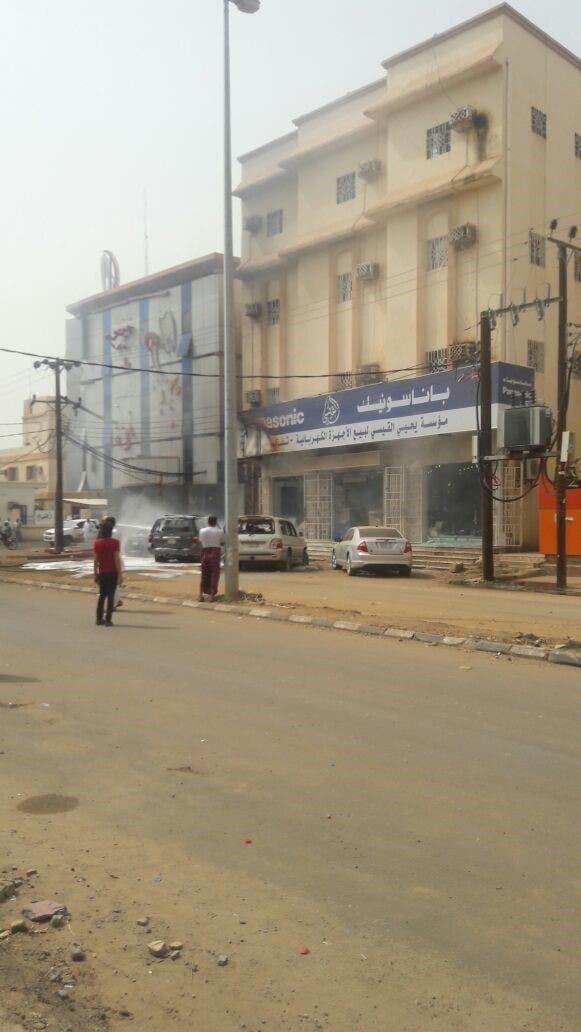 صور لسقوط قذائف قادمة من الأراضي اليمنية على صامطة