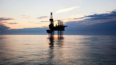لأول مرة منذ أواخر 2014.. النفط يتجاوز الـ70 دولارا