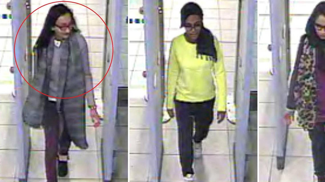 A combination of handout CCTV pictures received from the Metropolitan Police Service (MPS) on February 23, 2015 shows (L-R) British teenagers Kadiza Sultana, Amira Abase and Shamima Begum passing through security barriers at Gatwick Airport. (File photo: AFP)