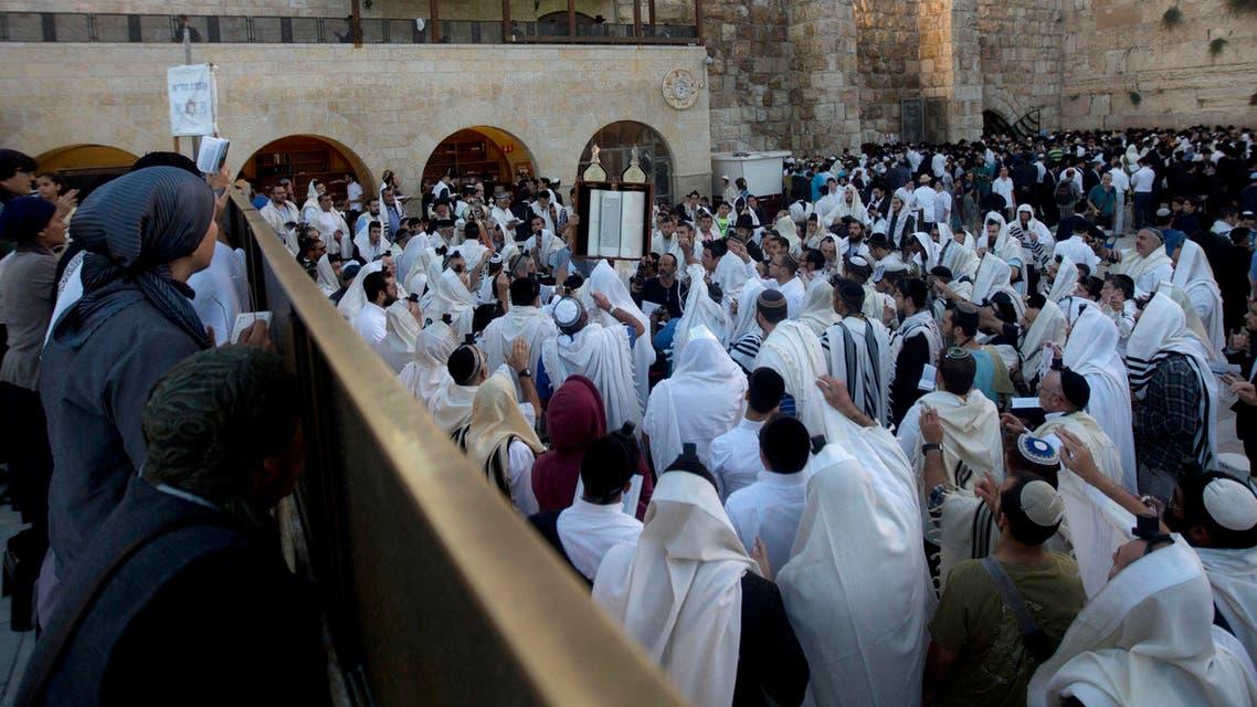 jews praying jerusalem