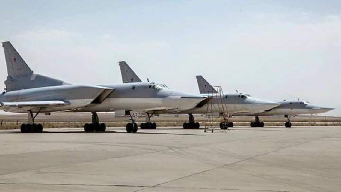 طائرة نقل روسية في قاعدة همدان في ايران