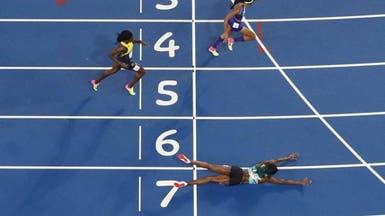 """هكذا """"طارت"""" عداءة الباهاما لتربح السباق في أولمبياد ريو"""